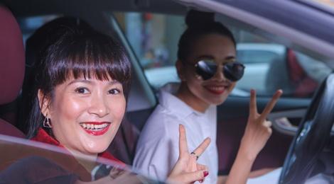 Thanh Hang dua don ba xa Binh Minh di su kien hinh anh