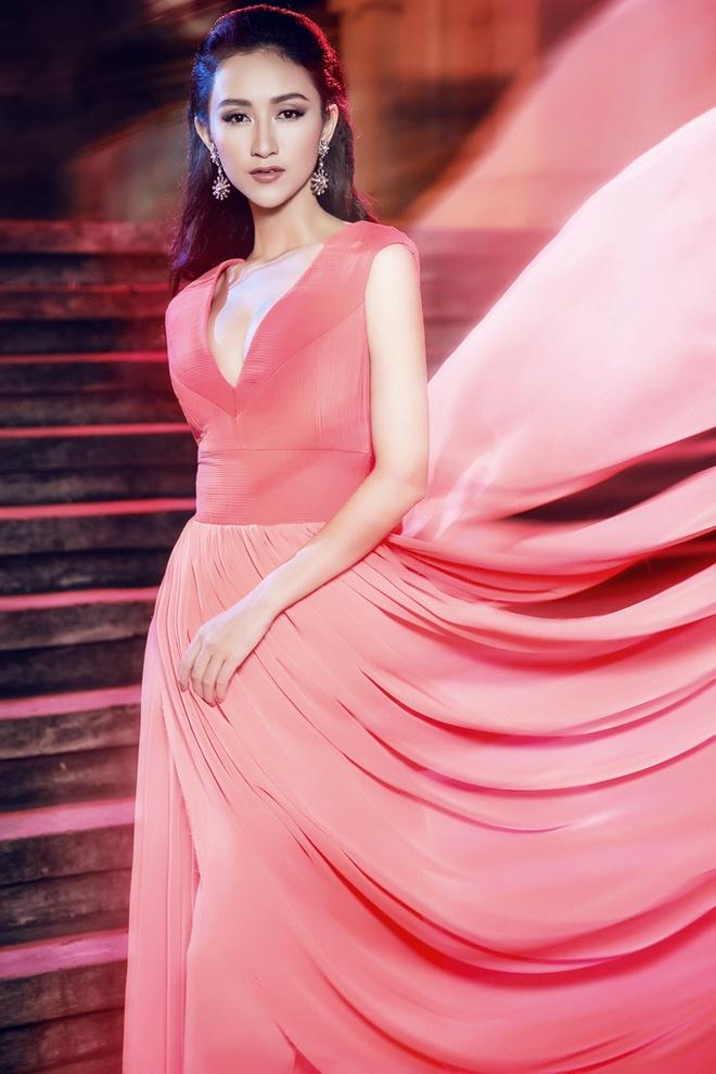 Ha Thu mang 4 vay da hoi thi Hoa hau Lien luc dia 2015 hinh anh 1