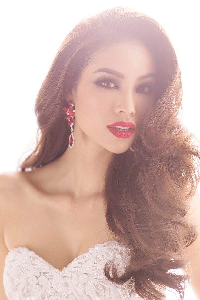 Hai vay da hoi duoc Pham Huong mac tai Miss Universe hinh anh 2