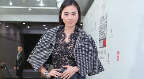 Ngo Thanh Van dien ao xuyen thau di xem thoi trang hinh anh