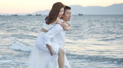 Anh cuoi lang man cua Diem Trang va ong xa doanh nhan hinh anh