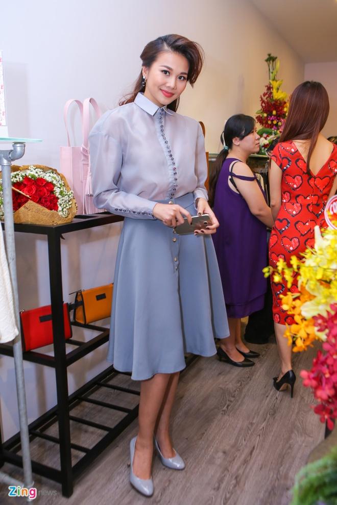Thanh Hang - Truong Thi May doi lap phong cach o su kien hinh anh 1