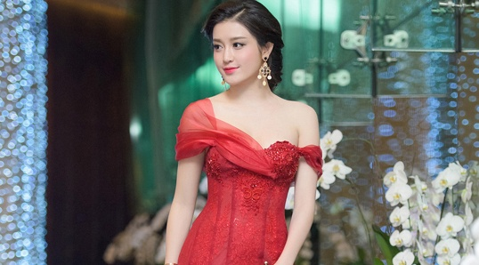 Hoang Thuy Linh, Huyen My dan dau top 10 bo canh dep tuan hinh anh