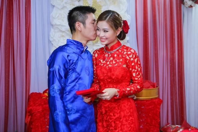 Chu re Viet kieu mac ao dai den hoi cuoi Diem Trang hinh anh