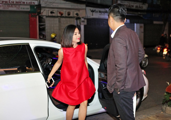 Ong xa doanh nhan dua Van Trang di thu ao dai cuoi hinh anh 1