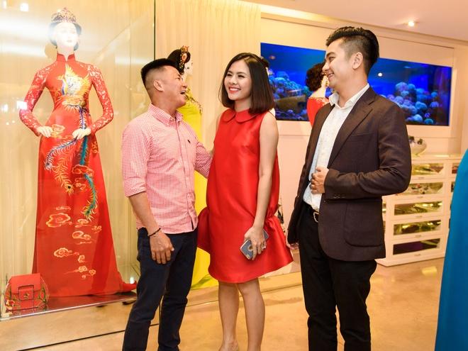 Ong xa doanh nhan dua Van Trang di thu ao dai cuoi hinh anh 2