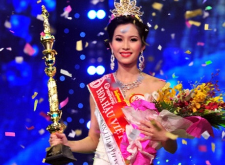 Dang Thu Thao tra loi ung xu o Hoa hau Viet Nam 2012 hinh anh