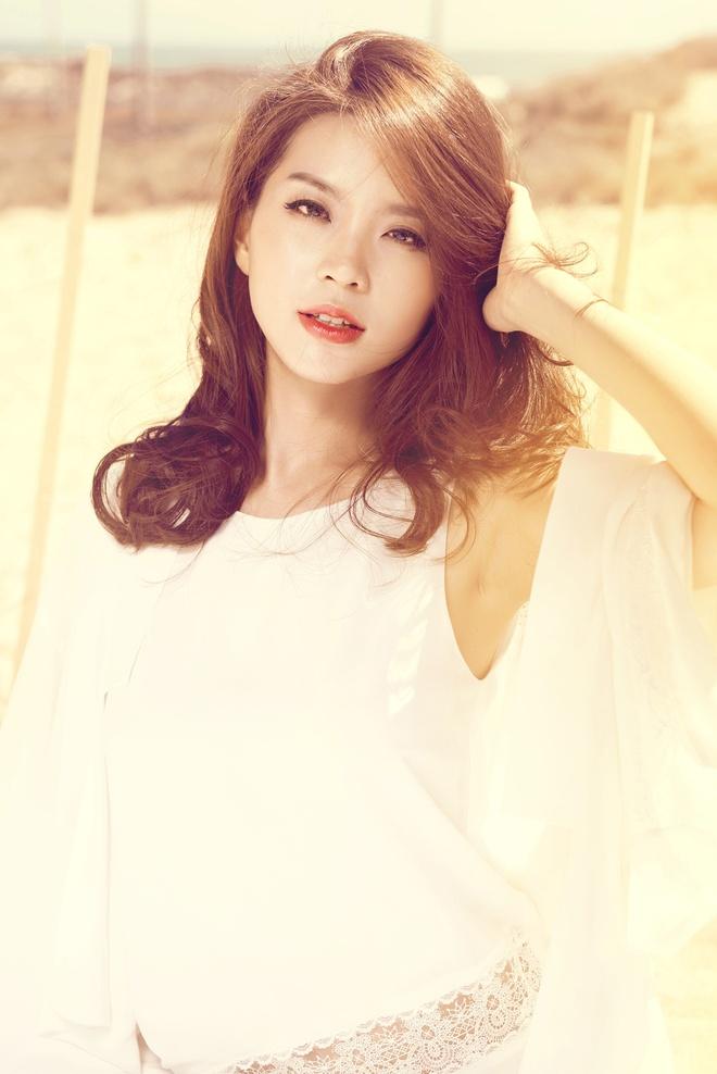 A hau Diem Trang khoe dang goi cam trong tuan trang mat hinh anh 7