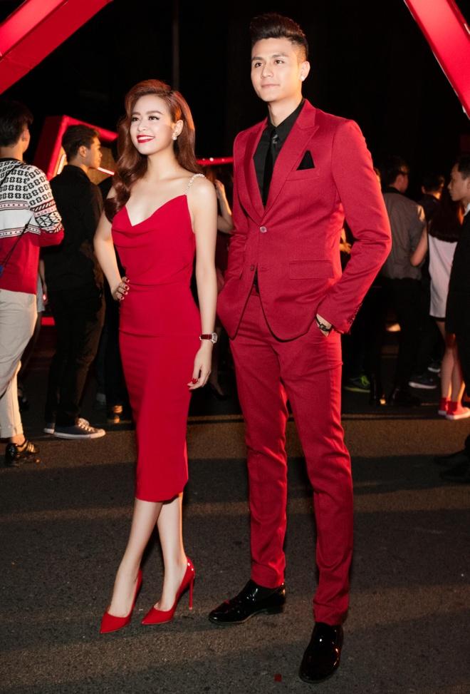 Vinh Thuy - Hoang Thuy Linh mac dong dieu o su kien hinh anh 1