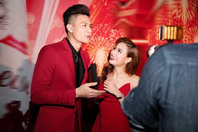 Vinh Thuy - Hoang Thuy Linh mac dong dieu o su kien hinh anh 3