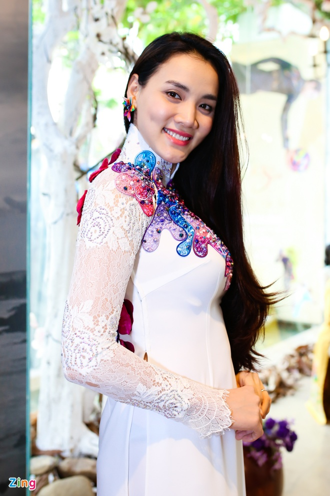 Trang Nhung mot minh di thu ao dai cuoi hinh anh 6