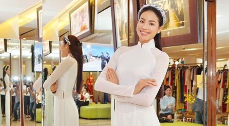 Pham Huong duyen dang voi ao dai hinh anh