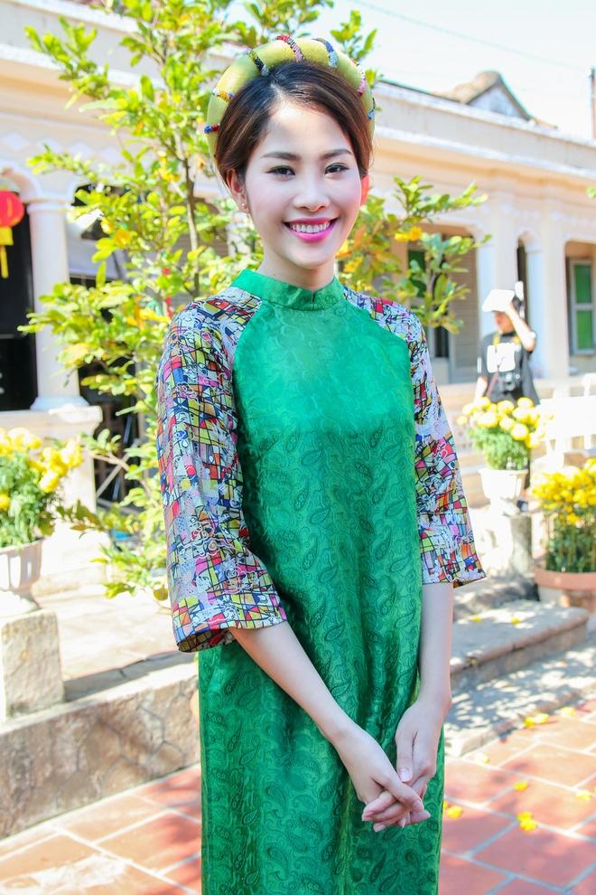 Hoa khoi Nam Em lan san ca hat voi MV dam chat Tet hinh anh 1