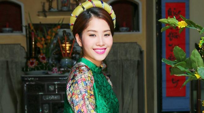 Hoa khoi Nam Em lan san ca hat voi MV dam chat Tet hinh anh