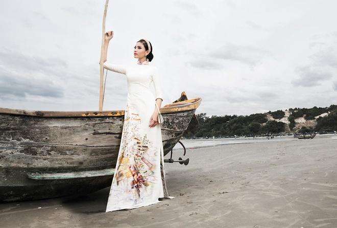 Truong Thi May, Hoang Thuy duyen dang ao dai da sac hinh anh 2