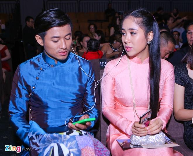 Quy Binh - Le Phuong than thiet o su kien thoi trang hinh anh 2