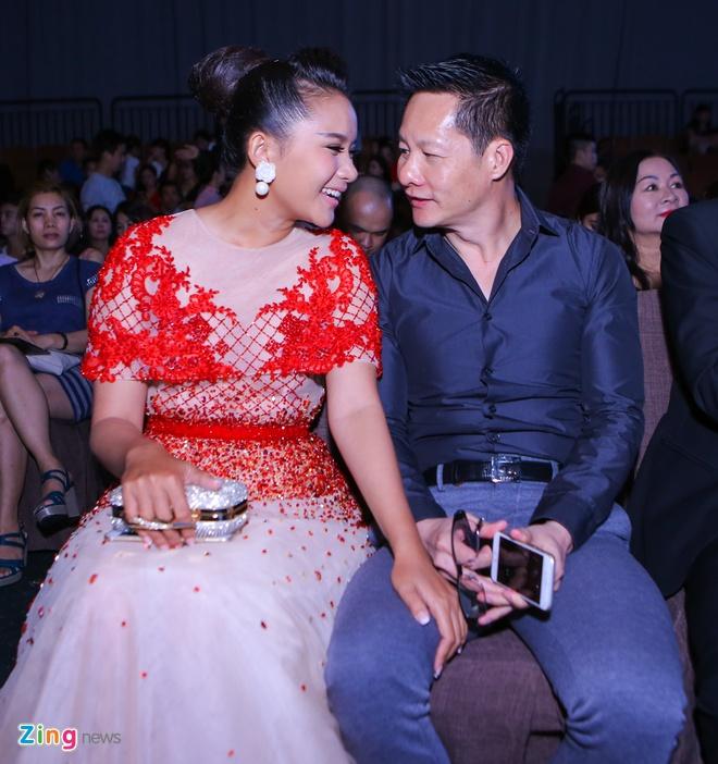 Quy Binh - Le Phuong than thiet o su kien thoi trang hinh anh 7