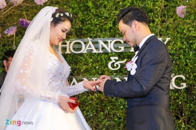 Vo chong Trang Nhung gioi thieu con gai trong tiec cuoi hinh anh 13
