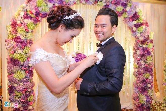 Vo chong Trang Nhung gioi thieu con gai trong tiec cuoi hinh anh 4
