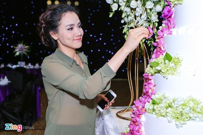 Vo chong Trang Nhung gioi thieu con gai trong tiec cuoi hinh anh 1