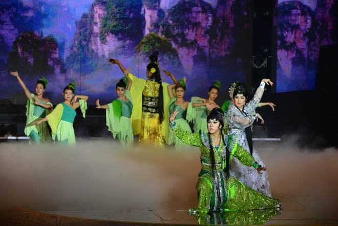 Hoai Linh, Quang Linh tranh cai ve vai gia gai cua Quoc Dai hinh anh 1