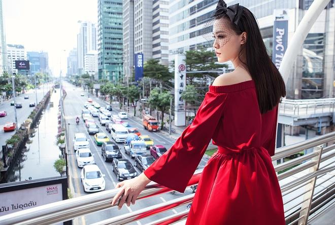 Hoa hau Thuy Dung kieu sa tren duong pho Bangkok hinh anh 2