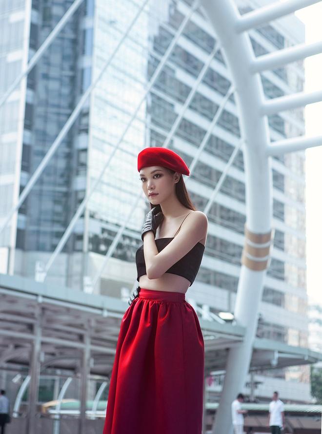 Hoa hau Thuy Dung kieu sa tren duong pho Bangkok hinh anh 4