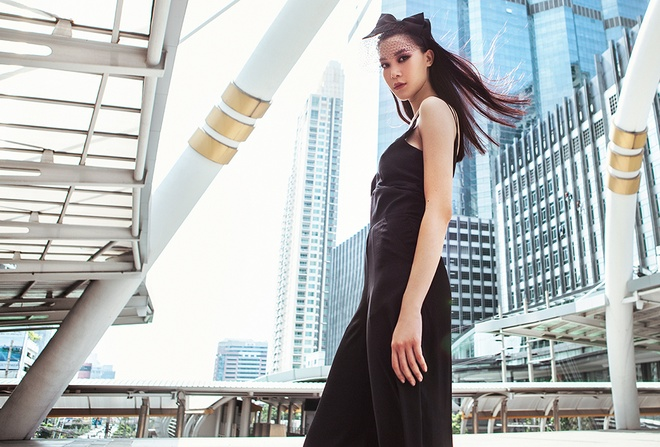 Hoa hau Thuy Dung kieu sa tren duong pho Bangkok hinh anh 5