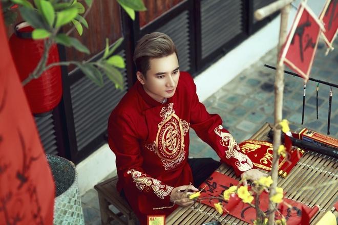 Phan Manh Quynh banh bao voi ao dai du Xuan hinh anh 1