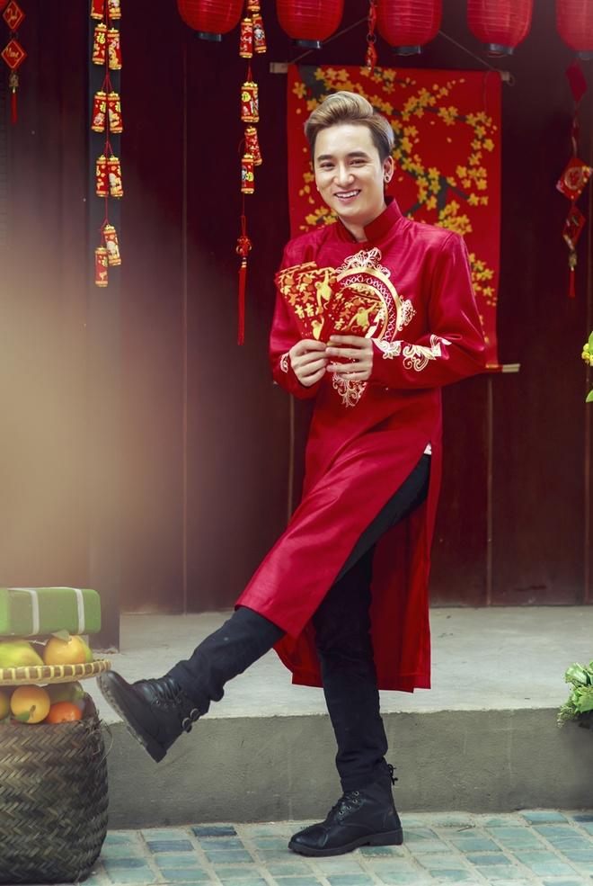 Phan Manh Quynh banh bao voi ao dai du Xuan hinh anh 3