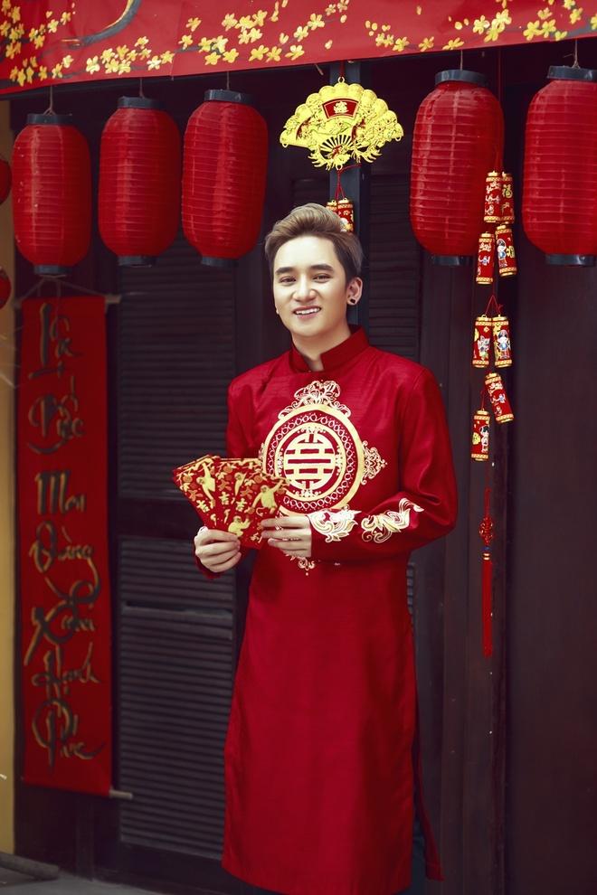 Phan Manh Quynh banh bao voi ao dai du Xuan hinh anh 4