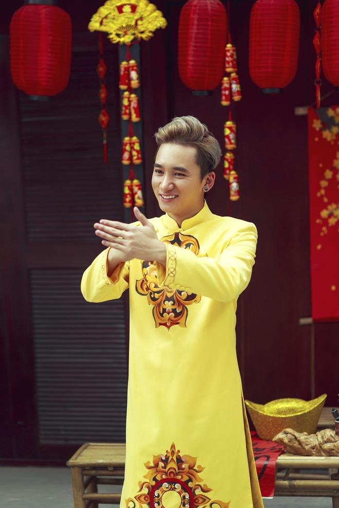 Phan Manh Quynh banh bao voi ao dai du Xuan hinh anh 6