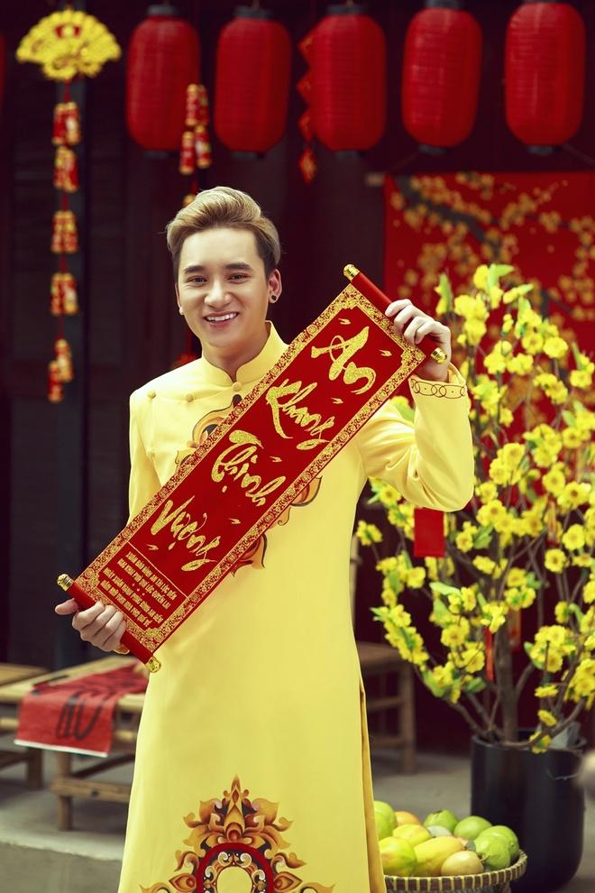 Phan Manh Quynh banh bao voi ao dai du Xuan hinh anh 7