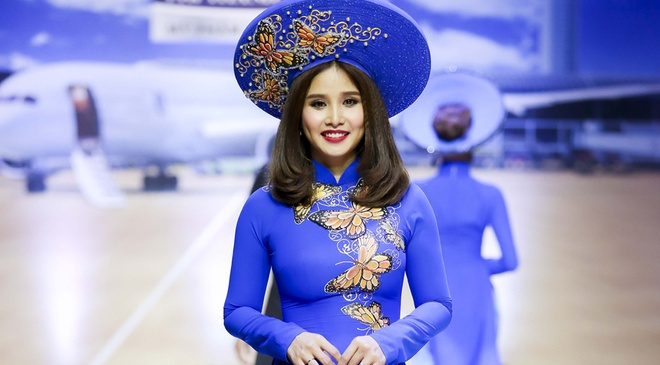 Le Hang, Thao Trang noi bat khi trinh dien ao dai xuan hinh anh