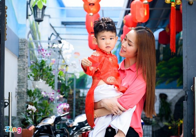 Diep Bao Ngoc dua con trai di chuc Tet mong 2 hinh anh 8