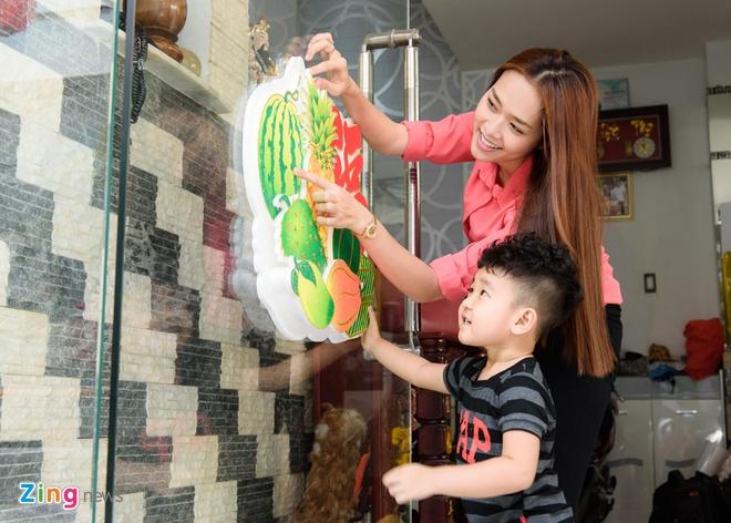 Diep Bao Ngoc dua con trai di chuc Tet mong 2 hinh anh 2