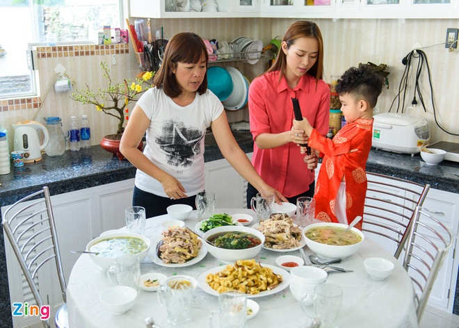 Diep Bao Ngoc dua con trai di chuc Tet mong 2 hinh anh 6