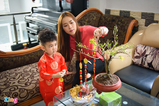 Diep Bao Ngoc dua con trai di chuc Tet mong 2 hinh anh 7