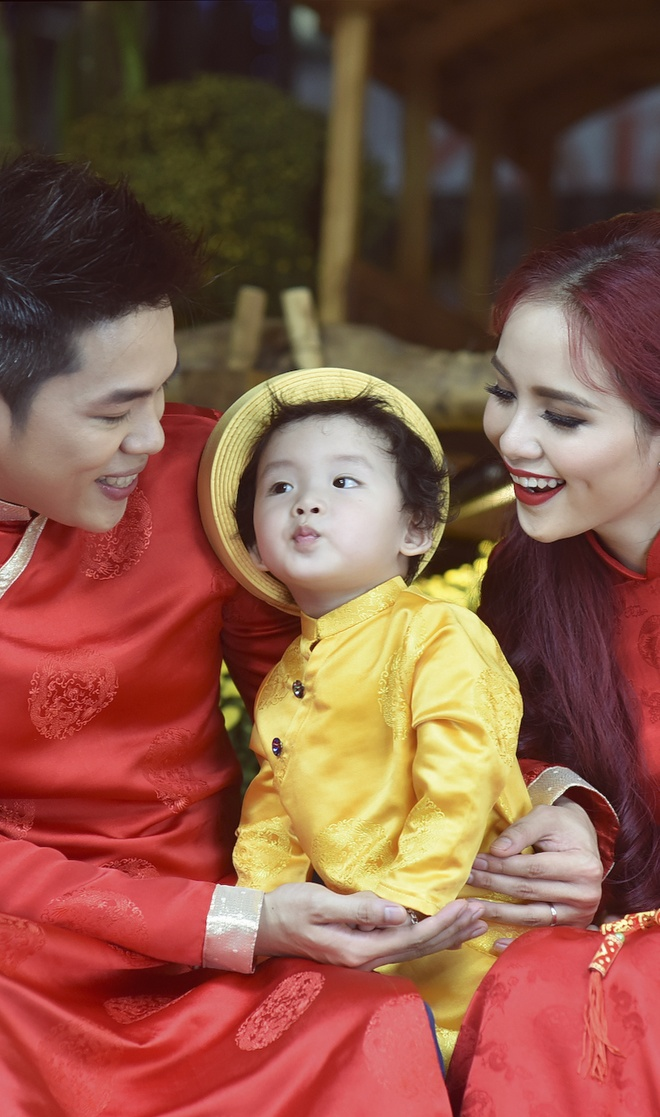 Con trai Diem Huong lam duyen voi ao dai khan dong hinh anh 6