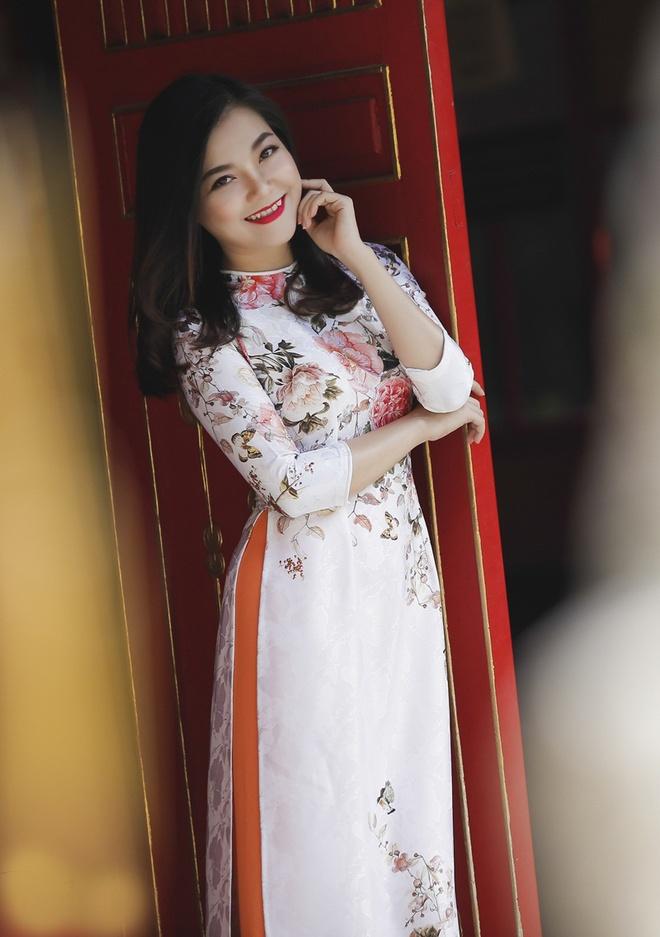 Thanh Ngoc diu dang trong ta ao dai co dien hinh anh 1