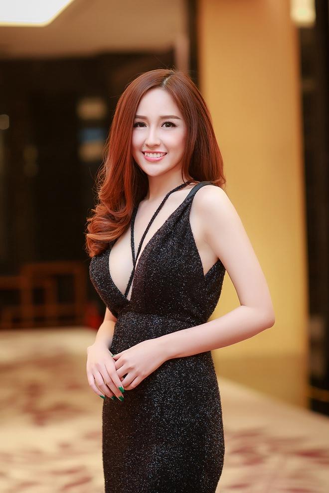 Mai Phuong Thuy - Huyen My quyen ru o tiec dau nam hinh anh 2