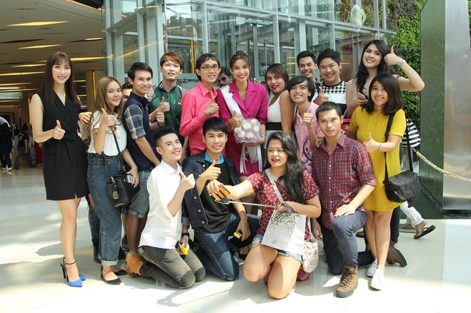 Pham Huong gap go nguoi ham mo Thai Lan hinh anh 7