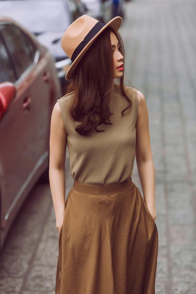 Street style giao mua thanh lich cua A hau Diem Trang hinh anh 3