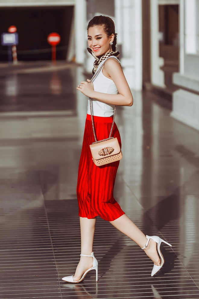 Street style giao mua thanh lich cua A hau Diem Trang hinh anh 5