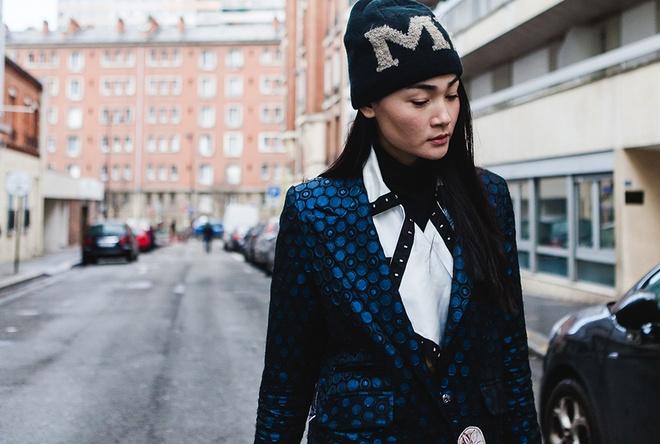 Thuy Trang dien street style ca tinh tren duong pho Paris hinh anh 2