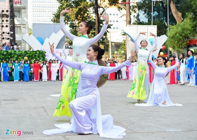 Khai mac Le hoi Ao dai: Ton vinh gia tri truyen thong Viet hinh anh 8