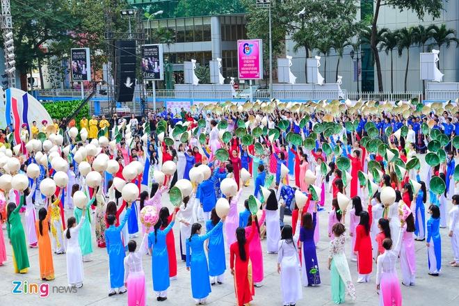 Khai mac Le hoi Ao dai: Ton vinh gia tri truyen thong Viet hinh anh 10