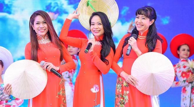 Khai mac Le hoi Ao dai: Ton vinh gia tri truyen thong Viet hinh anh