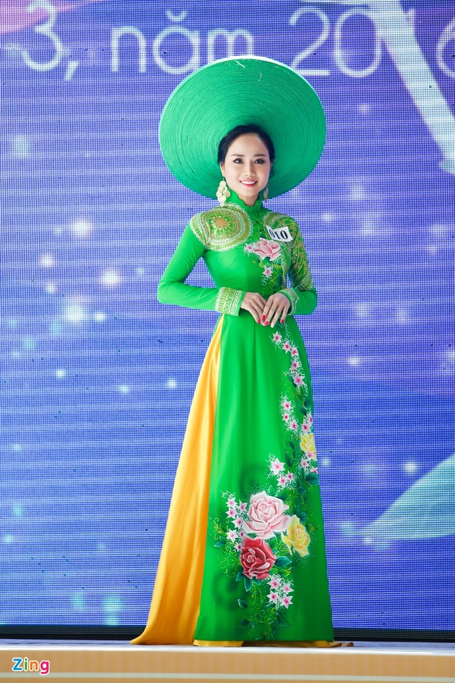 Ky Duyen rang ro lam giam khao Duyen dang Ao dai hinh anh 9