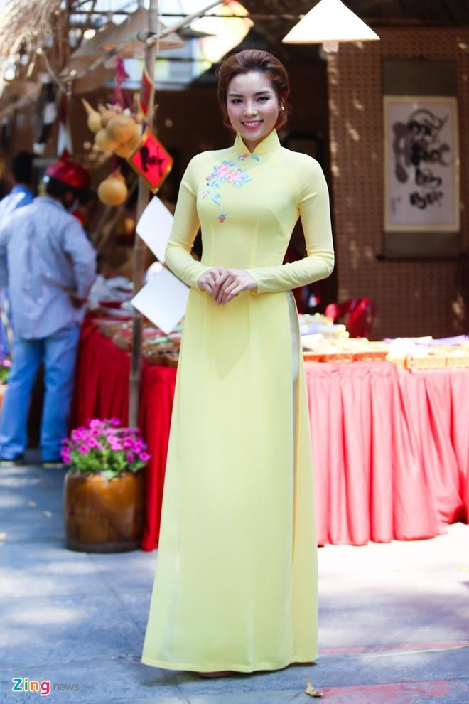 Ky Duyen rang ro lam giam khao Duyen dang Ao dai hinh anh 4